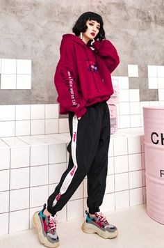 41 Mens Urban Fashion Ideas Magnificient Sweatpants Outfit Ideas For Women 04 streetwear supreme hypebeast mens fashion fashion sneakers off white frugal aesthetic street Set Fashion, Look Fashion, Fashion Models, Fashion Outfits, Tokyo Fashion, Fashion Weeks, Fashion Games, Fashion Clothes, Fashion Boots