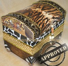 Venda de apostilas de pintura decorativa feitas em baús, envelhecimentos, folhação a ouro, decoupage, artesanato, craquele, entre outros.