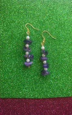 Earrings made with natural Amethyst Stones, decorated with small white pearls. Ideal for someone that loves gemstones! Free gift packaging! Dimensions: 3.5 cm. -length If you have any questions feel free to contact me. Thank you