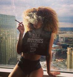 if you wanna bad bitch like dis Gangsta Girl, Fille Gangsta, Women Smoking, Girl Smoking, Smoking Weed, Weed Girls, 420 Girls, High Society, Black Girls