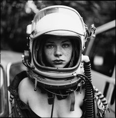I fell for that portrait and wanted to share with you. I fell for that portrait and wanted to share with you.,reference: people I fell for that portrait and wanted to share with you. Space Girl, Space Age, Space Odyssey, Art Pulp, Foto Art, Dieselpunk, Black And White Photography, Cyberpunk, Science Fiction