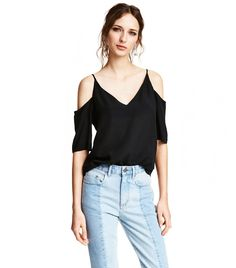 Blouse in a soft Tencel® lyocell weave with bare shoulders, narrow shoulder straps, short sleeves and a V-neck back and front. Summer Fashion Trends, Summer Trends, Cute Fashion, Girl Fashion, Fashion Top, Cool Girl Style, Cold Shoulder Blouse, Summer Essentials, Style Guides