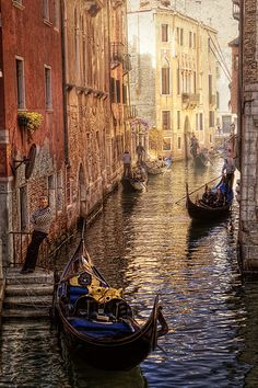 Romantic Venice - Italy. Have read & watched so many books & movies about Venice. Must visit this one! <3
