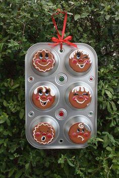 Gingerbread Cupcake Muffin Pan Decoration - Cute!