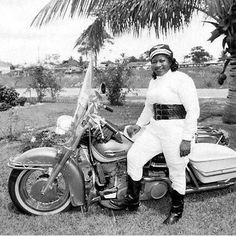 Bessie Stringfield, The Motorcycle Queen of Miami. Broke down barriers for women and African American motorcyclists in the Completed eight solo cross-country tours - AMA Motorcycle Museum Hall of Fame Motogp, Motos Retro, Female Motorcycle Riders, Women Motorcycle, Motorcycle Jacket, Bagger Motorcycle, Motorbike Girl, Motorcycle Clubs, Motorcycle Design