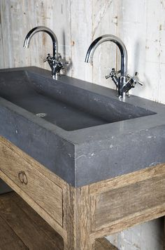 Badmöbel Altholz Altbaustoffe bei Jan van IJken Eemnes www. Concrete Basin, Concrete Kitchen, Modern Rustic Homes, Rustic Home Design, Bad Inspiration, Bathroom Inspiration, Caravan Sink, Relaxation Room, Bathroom Toilets