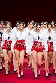 Dolce & Gabbana Spring 2015 Ready-to-Wear - Collection.