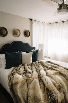 Fuzzy Blanket, Soft Blankets, Fur Clothing, Fur Throw, Bedroom Inspo, Home Furnishings, Interior Design, Fur Accessories, Fabulous Furs
