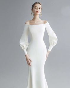 Modern chic wedding dress - Wedding Inspirasi - New Ideas Minimal Wedding Dress, Chic Wedding Dresses, Minimalist Wedding Dresses, Bridal Dresses, Dress Wedding, Prom Dress, Modest Wedding, Wedding Bride, Minimal Dress