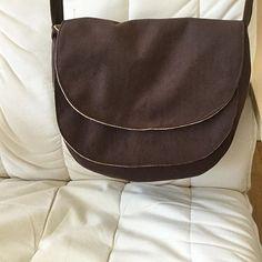 @barbaracostey sur Instagram: Voici ma dernière couture un sac «Musette» @patrons_sacotin avec le magnifique tissu daim chocolat de @lamerceriedescreateurs