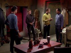 Star Trek Season 1 Episode 1 - The Man Trap (8 Sep. 1966), Dr. McCoy (DeForest Kelley), Captain James T. Kirk (William Shatner) and Professor Robert Crater (Alfred Ryder)