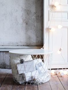 A dreamy white Christmas decor (Daily Dream Decor)