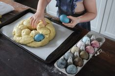 Braided Easter Bread -- A Family Tradition Babyccino Kids: Daily tips, Children's products, Craft ideas, Recipes & Easter Cookie Recipes, Easter Bread Recipe, Easter Cookies, Easter Dishes, Easter Food, Date Scones, Italian Easter Bread, Artisan Bread Recipes, Sunday Breakfast