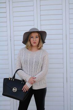 Hat, Michael Kors bag and knit jumper Felt Hat, Michael Kors Bag, Jumper, Knitting, Chic, My Style, Hats, Winter, Red