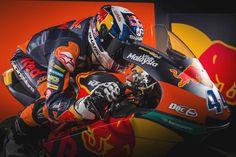 MIGUEL OLIVEIRA (Moto 3) | Novas cores reveladas na Áustria || No arranque oficial da época 2017 a KTM já revelou em Salzburg as suas cores e pilotos para uma temporada onde a casa austríaca estará representada em todas as três classes do campeonato. Já viu as novas cores que vão acompanhar o piloto português durante o ano? O novo capacete da SHARK ficou lindo! Boa sorte Miguel Oliveira! #shark #MotoGP #moto3 #lusomotos #estilodevida #Áustria #Portugal #KTM #migueloliveira44 #corridas…
