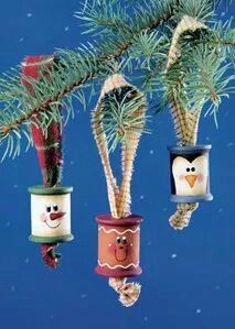 Wooden Spool Ornaments- like the penguin for Jenn- wonder if Wyatt & I could do that. Christmas Ornaments To Make, Christmas Crafts For Kids, Christmas Items, Christmas Art, Christmas Projects, Handmade Christmas, Holiday Crafts, Christmas Holidays, Christmas Decorations