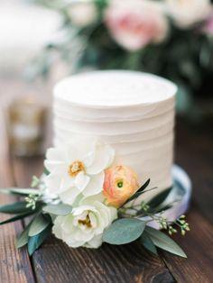 Al Fresco Catalina View Gardens Wedding - Garden Wedding Black Wedding Cakes, Floral Wedding Cakes, Beautiful Wedding Cakes, Wedding Cake Designs, Beautiful Cakes, Floral Cake, Purple Wedding, Flowers On Wedding Cake, Gold Wedding
