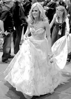 Even the celebs are doing it heres carrie underwood and her even the celebs are doing it heres carrie underwood and her little buddy at her wedding photo by simone martin photography wedding pinterest junglespirit Gallery