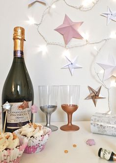 5 MINUTE DIY // METAL-DIPPED PARTY GLASSES — ISOSCELLA Origami Stars, Diy Origami, Craft Party, Diy Party, Diy Craft Projects, Diy Crafts, Paint Dipping, Metallic Spray Paint, Christmas Is Over