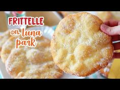 Le frittelle soffici del luna park si preparano con semplici ingredienti. Preparati a trasformare la tua casa in un vero parco divertimenti! Beignets, How To Make Bread, Food To Make, Good Food, Yummy Food, Fun Snacks For Kids, Fritters, Biscotti, Cake Cookies