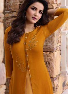 Beautiful Girl Photo, Beautiful Girl Indian, Most Beautiful Indian Actress, Pakistani Dresses Party, Party Wear Dresses, Beautiful Dress Designs, Beautiful Dresses, Cute White Dress, Stylish Dresses For Girls