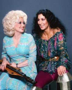Dolly Parton and Cher. Two women I grew up adoring. Divas, Dolly Parton, Viejo Hollywood, Hello Dolly, Thing 1, American Singers, Role Models, Movie Stars, Beautiful People