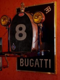 Replica Klassiker Ferrari Grand-Prix -Rennwagen- Cockpitl Wall ArtEine muss für jeden Motorsport -Enthusiasten. Machen Sie Ihr Büro , Garage, zu Hause zum Showroom. Im Gegensatz zu vielen großen Plakaten oder Automobilia Zeichen , das garantiere ich , wird dieses Kunstwerk bei Ihren Freunden Eindruck hinterlassen. Dieses Kunstwerk gleicht eines frühen Grand-Prix- Rennwagen Cockpit,s . Die Abmessungen betragen ca. L 70 cm H 70cm . Der Cockpit ist vollständig von Hand aus Metall gefertigt so…