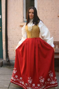 Follobunad - one of many color combinations. Norwegian Style, Norwegian Food, Folk Costume, Costumes, Norwegian Clothing, Norwegian Vikings, Wool Embroidery, Bridal Crown, Traditional Dresses