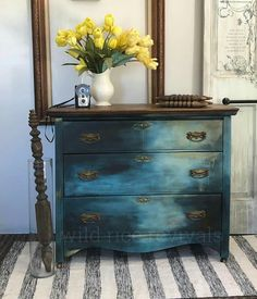 Idee per mobili funky – Recycled Furnitures Ideas Hand Painted Furniture, Distressed Furniture, Funky Furniture, Refurbished Furniture, Paint Furniture, Repurposed Furniture, Shabby Chic Furniture, Furniture Projects, Furniture Making
