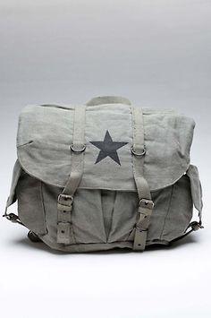 Rothco O.D. Vintage Star Backpack. Mh, me faut ça version besace... et une pour pierre tant qu'à faire.