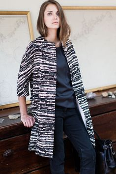 I will have dreams about this coat tonight Urban Fashion, Women's Fashion, Emerson Fry, Summer Clothing, Mark Making, Fashion Plates, Fashion Lookbook, Winter Wear, Capes