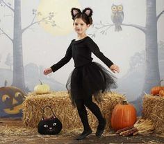Disfraces caseros para carnaval y halloween - The Beautiful Project Cute Kids Halloween Costumes, Black Cat Costumes, Halloween Cat, Holidays Halloween, Halloween Decorations, Halloween Movies, Halloween Dress, Family Halloween, Halloween Meninas