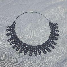 Collana grigia Grey necklace Colla a caldo - hotglue