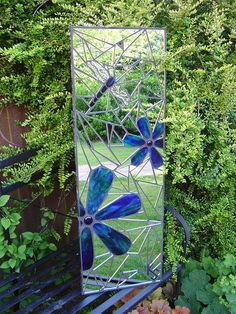 Mosaic garden mirror x / x Handmade using stained glass, silvercoated glass, recycled mirror, glass nuggets, wire & bead. Mosaic Crafts, Mosaic Projects, Stained Glass Projects, Stained Glass Art, Mosaic Ideas, Art Projects, Mirror Mosaic, Mosaic Wall, Mosaic Glass