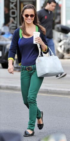 Pippa Best Outfits - Met jeans, tassel loafer flats, a navy tee, a two-tone sweater, and her Tory Burch bag
