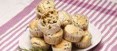 Receita de Muffins de azeitonas e alecrim. Descubra como cozinhar Muffins de azeitonas e alecrim de maneira prática e deliciosa com a Teleculinaria!