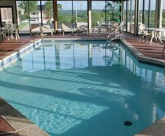 Grand Oaks Hotel in Branson, Missouri - Thousand Hills neighborhood; Free Breakfast, Indoor and Outdoor Pools, and Much More!