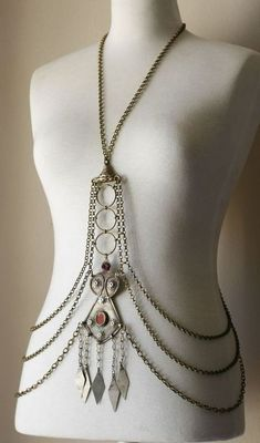 Body Chain with brass and metal pendants Tribal Jewelry, Jewelry Art, Jewelry Accessories, Jewelry Design, Body Chain Jewelry, Body Jewellery, Body Necklace, Tribal Costume, Tribal Fusion
