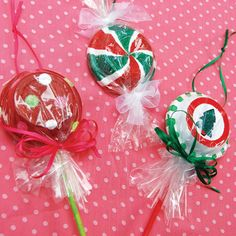 Swirled peppermint mints and holiday lollipops become unique Christmas ornaments with this project. Find out the clever idea for the ornament base!