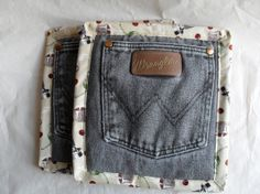 Who knew you could make pot holders look so cute from up-cycled denim –– 18 Ideas For Upcycling Denim