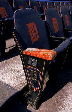 Last game at Tiger Stadium Mlb Detroit Tigers, Detroit Tigers Baseball, Tiger Stadium, Tiger Love, Stadium Seats, Last Game, Theatres, Back In Time, Looking Back