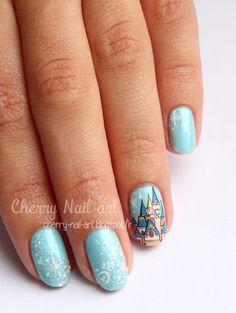 nail art chateau disney et paillettes