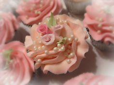 Romantic+Rose+Cupcakes+copy.jpg 720×540 pixels