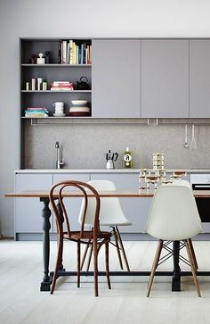 Minimal light grey kitchen, mixing Upper cabinets and open shelves