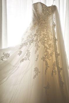 #WeddingDress in front of the window with long lace veil #Hochzeitskleid #Pronovias #Alcanar  © www.finestweddingphotography.com Susi Nagele Hochzeitsfotografie | Finest wedding photographer Austria | Vienna  Hochzeitsfotograf Wien Hochzeit Österreich
