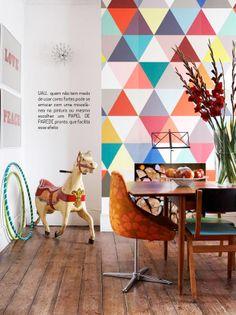 Parede geométrica. Veja mais: http://www.casadevalentina.com.br/blog/materia/paredes-geom-tricas.html #decor #decoracao #idea #ideia #modern #moderno #wall #parede #home #house #casa #interior #design #dining #diningroom #saladejantar #casadevalentina