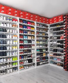 complexkicks How do you store your sneakers use snkrempire for a chance to get featured. Sneaker Storage, Hypebeast Room, Sneakers Fashion, Shoes Sneakers, Zapatillas Nike Air, Shoe Room, Shoe Display, Aesthetic Shoes, Fresh Shoes