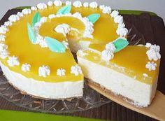La torta fredda all ananas è un dolce senza forno fresco e cremoso. Impreziosito dalla dolcezza del cioccolato bianco e dal fresco sapore della frutta.