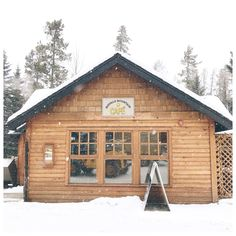 Jillian Harris: Girls Getaway in Banff, Alberta | Breakfast at The Buffalo Mountain Cafe    #travelalberta #banff #alberta Alberta National Parks, Cozy Restaurant, Jillian Harris, The Perfect Girl, Girls Getaway, Girls Weekend, Blue Mountain, Ocean Waves, Places To Go