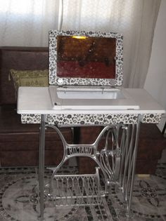 DIY Beauty table from old sewing machine / Mesa de belleza con vieja maquina de coser